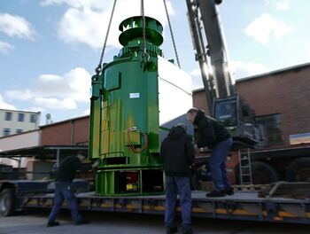 Loading of a special adaptation motor for Malaysia